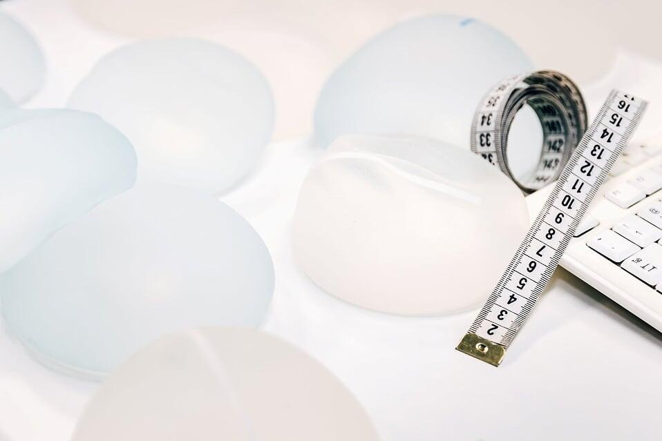 Dr. Siim Simmo rinnaoperatsioonidest: iga naine on lasknud endaga midagi teha. Küsimus on see, et mida. 3